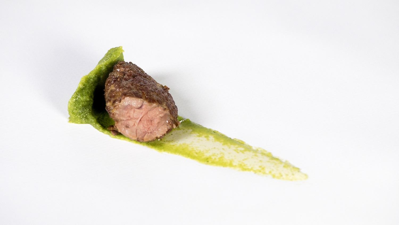 Castañuela de cerdo ibérico, brócoli y extracto de café verde