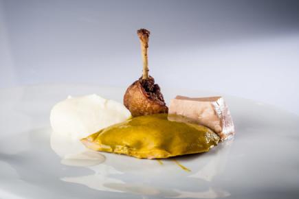Codorniz con foie, puré de patata, almendra y jugo de trigo - Homenaje a Robuchon