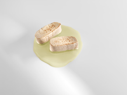 Tofu a la brasa con jugo de alcachofas