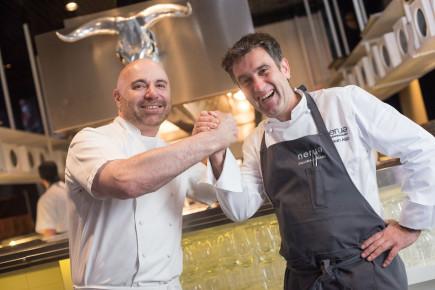 Nuestro chef, Josean Alija, cocinando con Germán Martitegui
