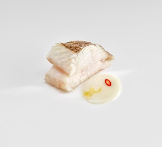 Gallo, jugo de langostino, limón y guindilla - copia