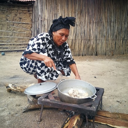 Saida Cotes, cocinera de la etnia wayuu de la guajira (Caribe)