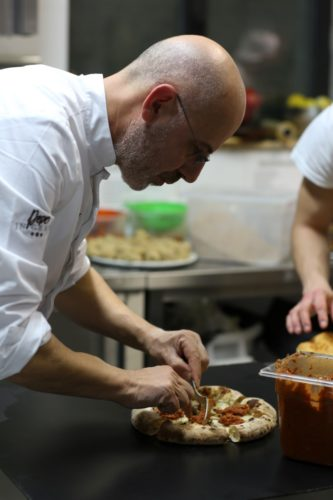 Franco Pepe elabora una de sus pizzas - Autor: Damiano Errico